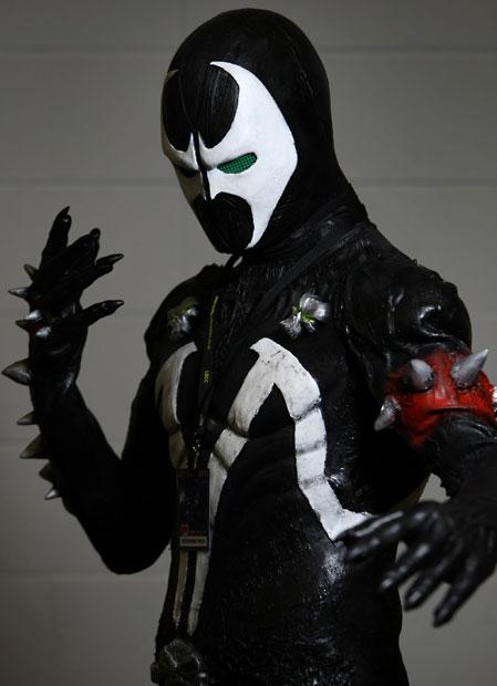 telegraph-super-2013-cosplay-black-white